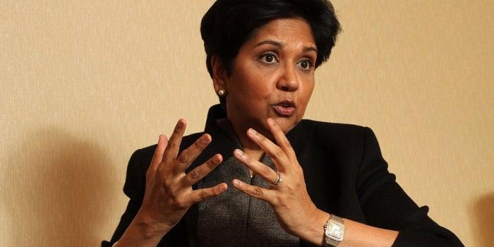 ¡Adiós, Indra Nooyi! La directora general de PepsiCo deja su cargo
