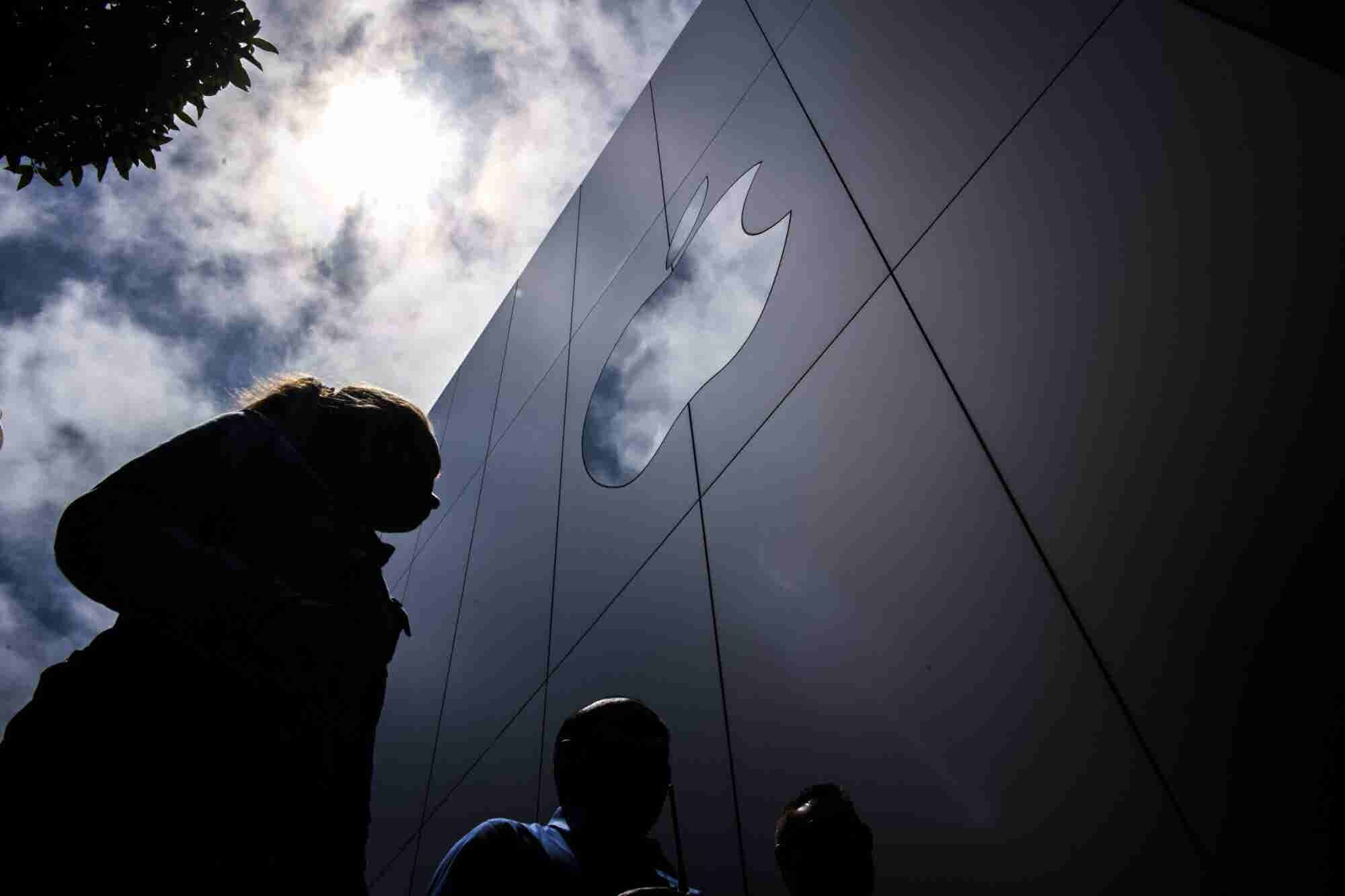 Marketing and Lead Generation Inspiration From Apple, the First Trillion-Dollar Company