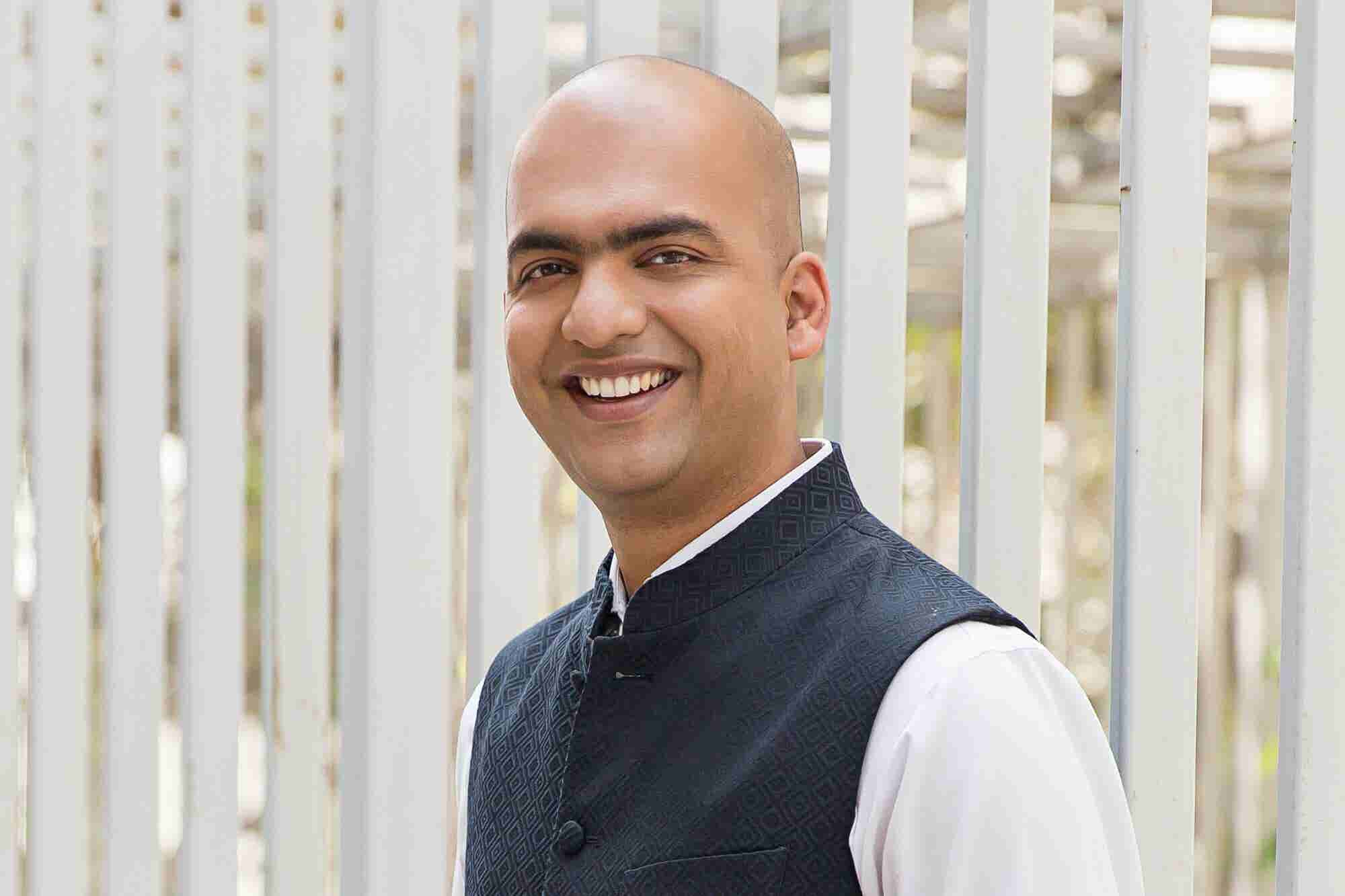 The Sorcerer of Smartphones Manu Jain Made India Fall in Love with China's Xiaomi