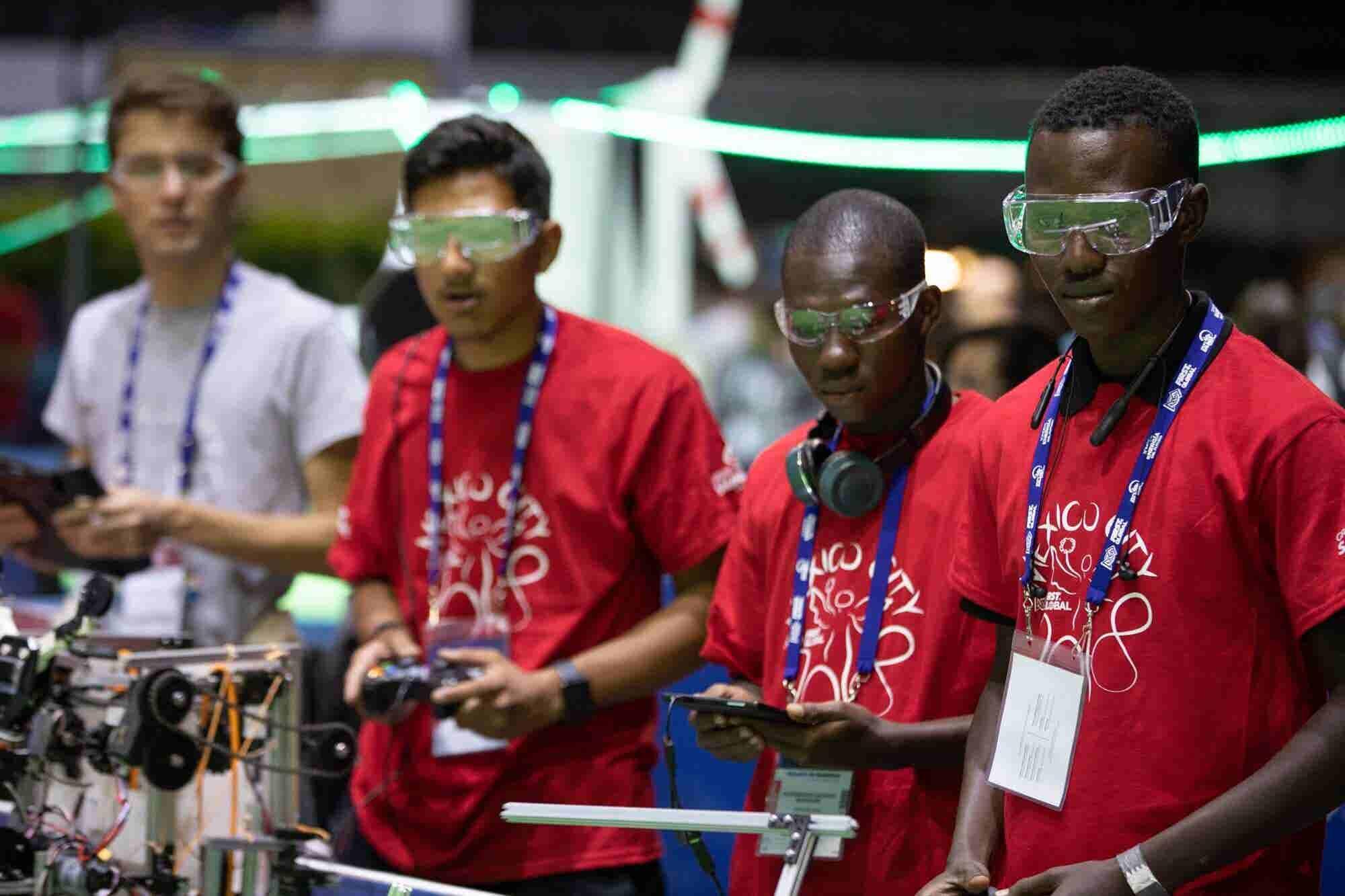 Jóvenes mexicanos ganan medalla de plata en Mundial de Robótica FIRST...