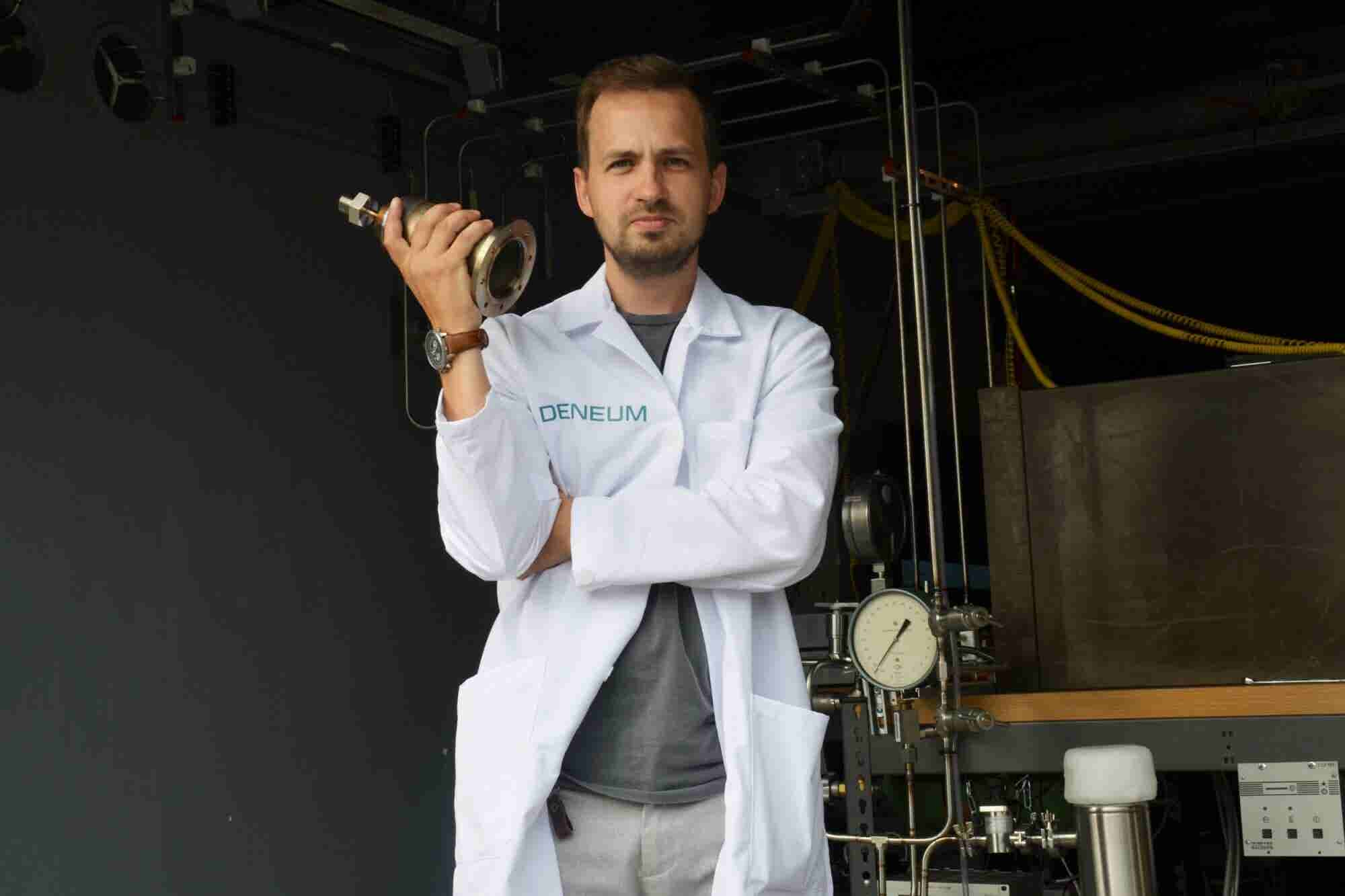 This Tesla-inspired Forbes 30 Under 30 Entrepreneur Claims to Have Discovered Particle Physics Holy Grail - Cold Fusion