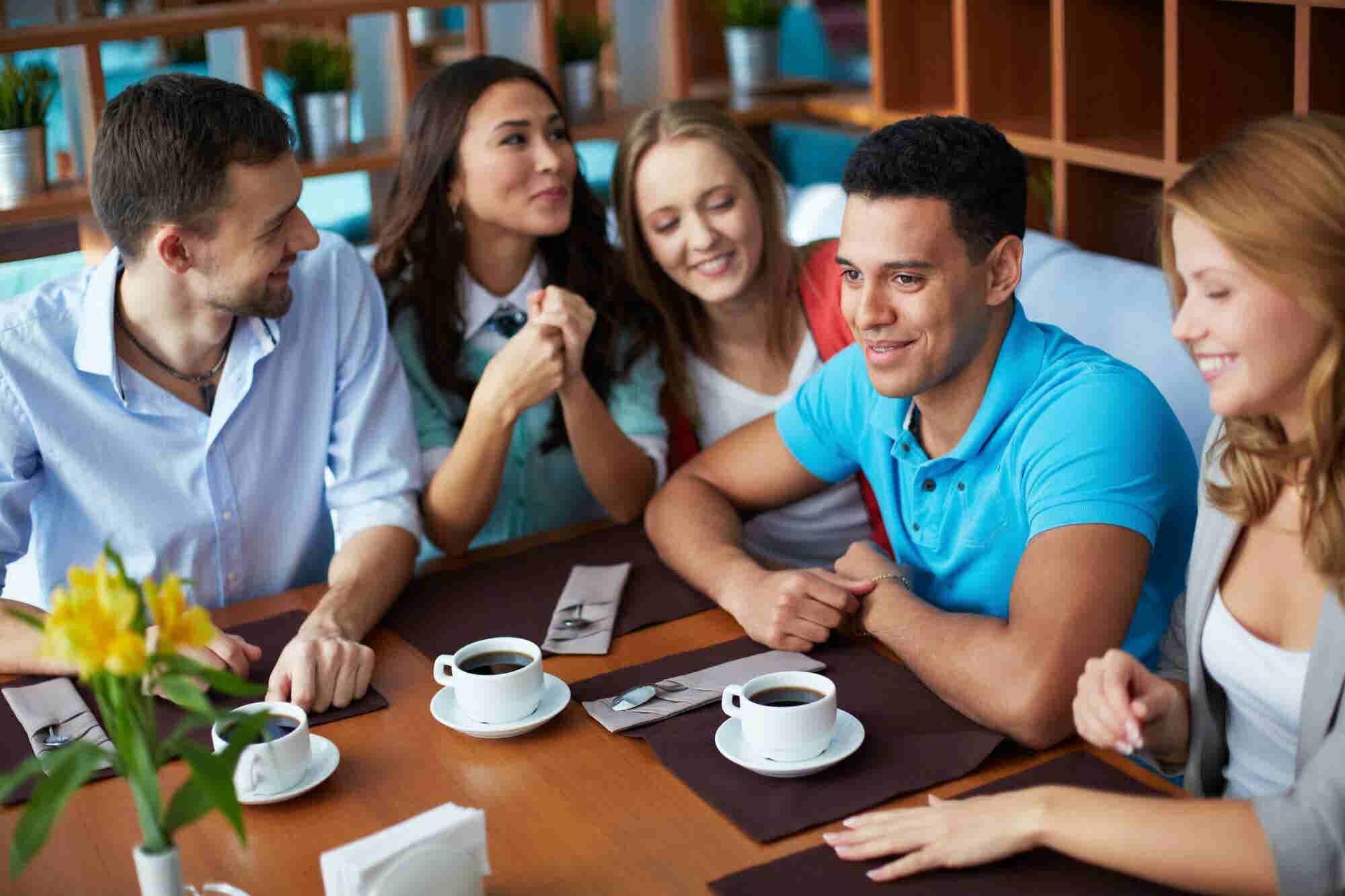 La startup que te enseña a hablar inglés en un café