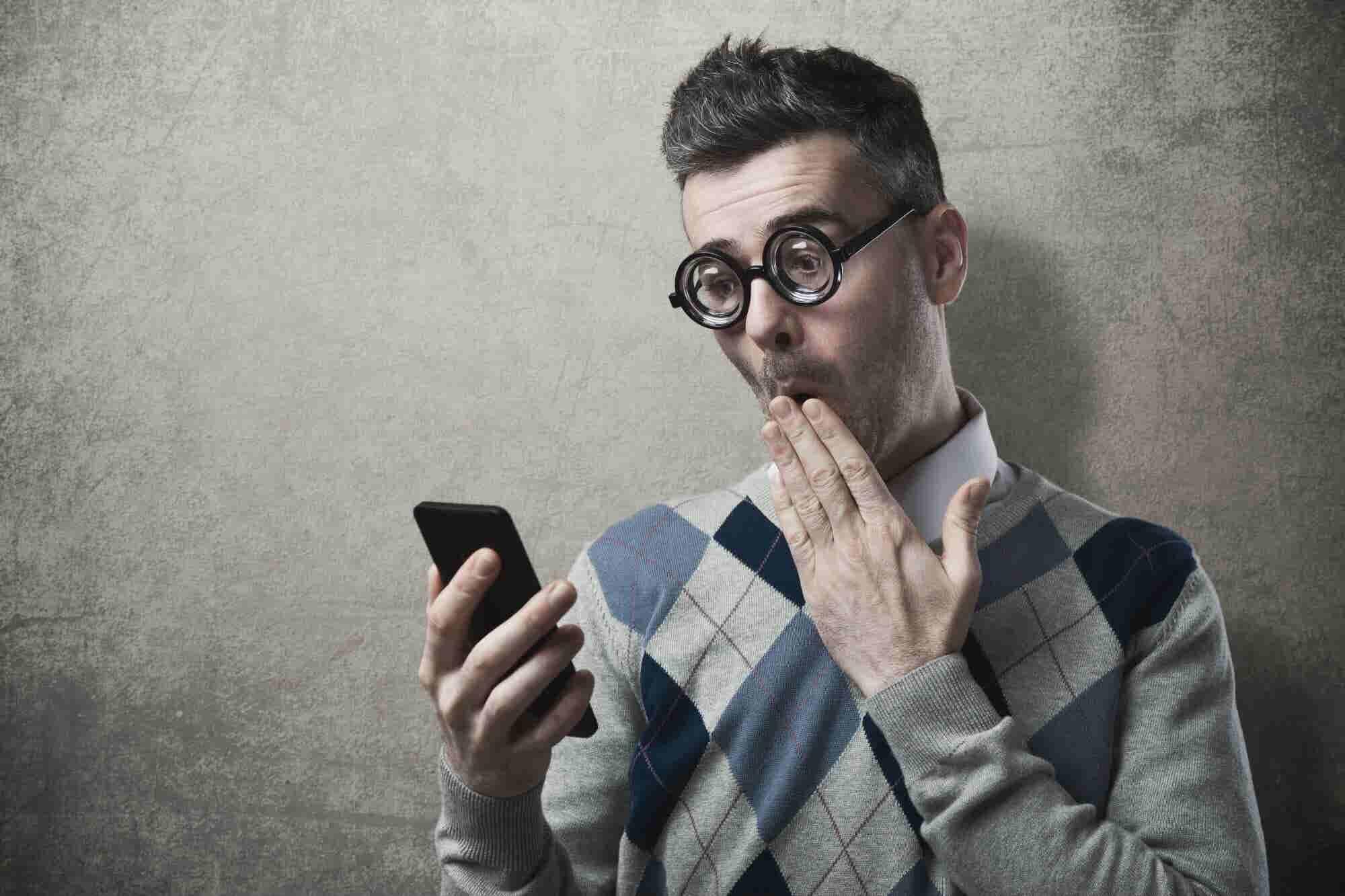 ¿Preferirías andar desnudo u olvidar tu teléfono celular?