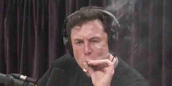 Elon Musk aparece fumando marihuana en una entrevista en vivo