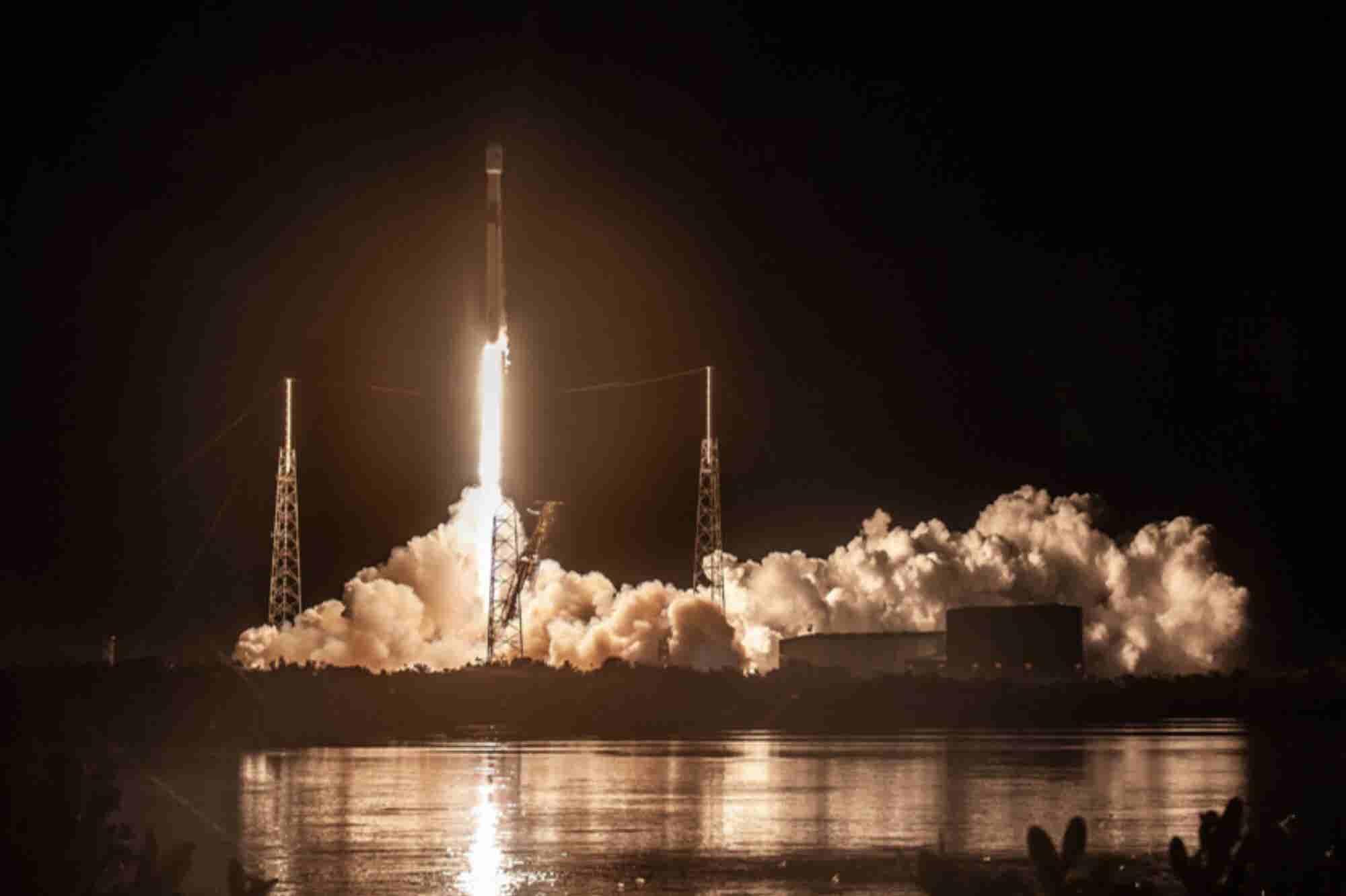 SpaceX anunciará hoy quién es la persona que viajará a la Luna próxima...