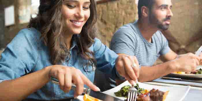 ¿Tienes un negocio de comida? 5 consejos para cuidar la sanidad de tus alimentos