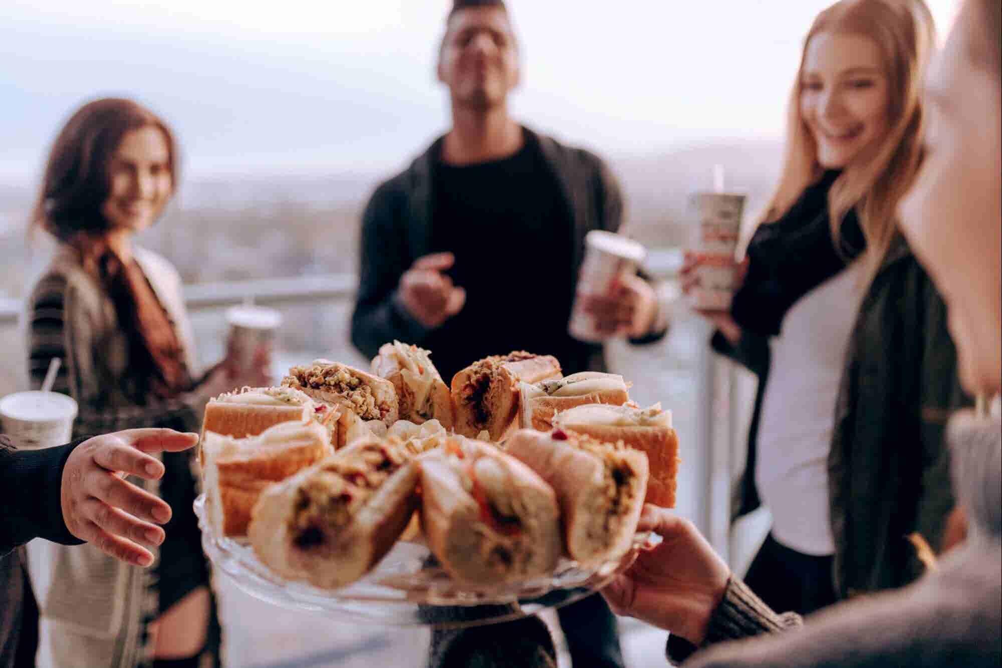 Estos roomies cambiaron sus vidas por un sándwich y construyeron un imperio de franquicias