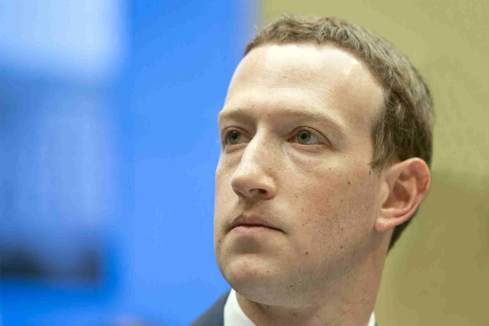 Hacker Says He'll Livestream Deletion of Mark Zuckerberg's Facebook Page