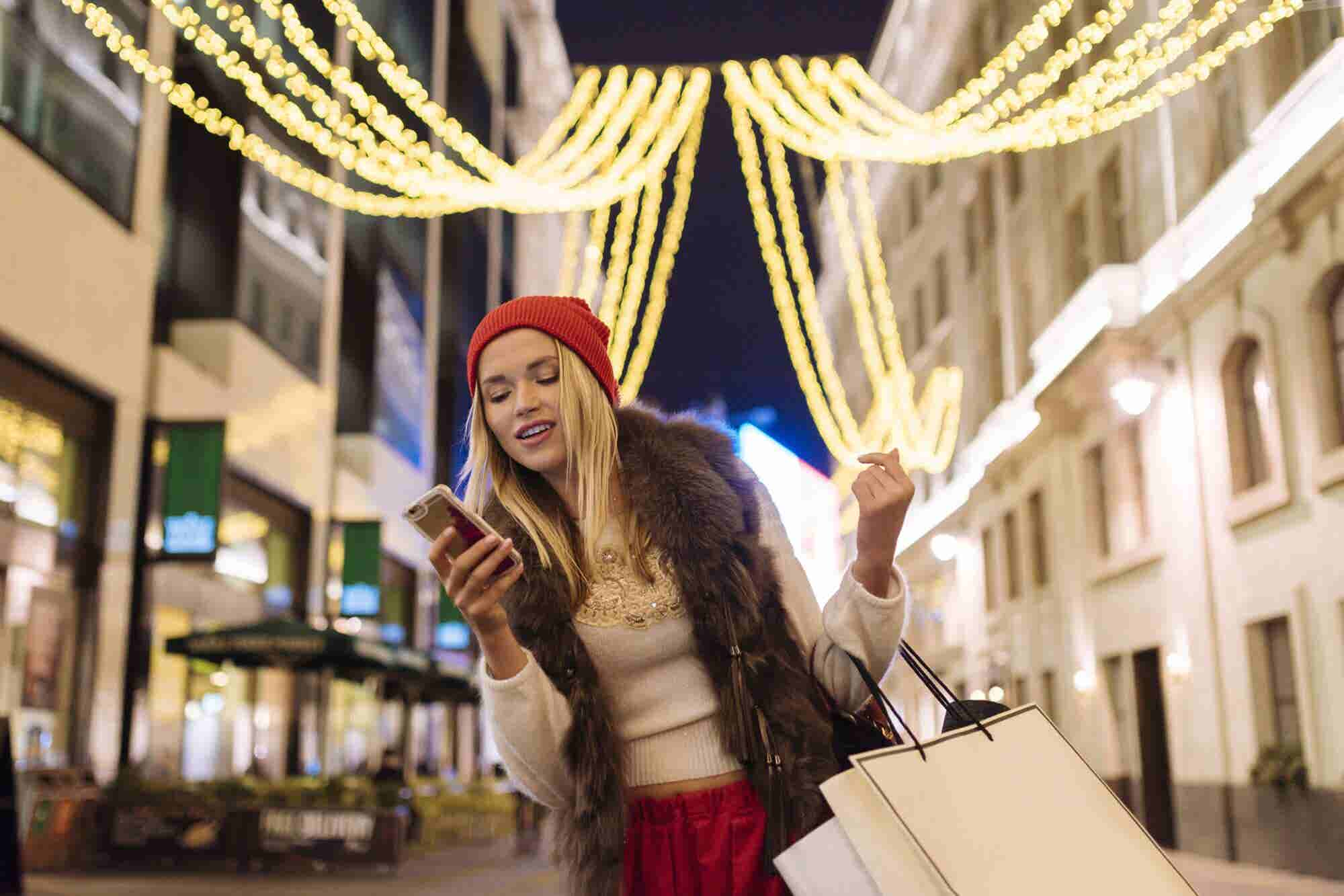 How Entrepreneurs Plan on Advertising This Holiday Season: A New Survey