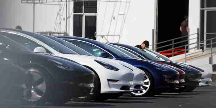 What Happened When Elon Musk Couldn't Ship a Car to His Buyer in Time