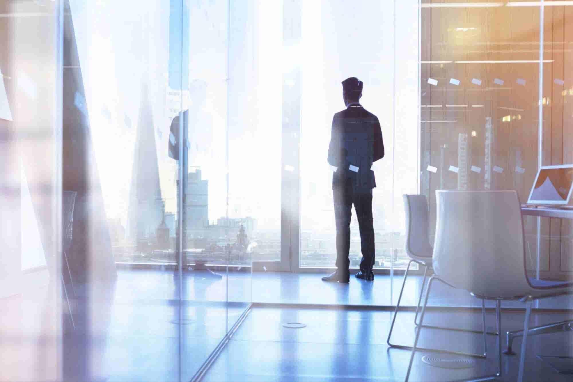 8 hábitos de éxito que aprendí construyendo una empresa millonaria a los 17 años