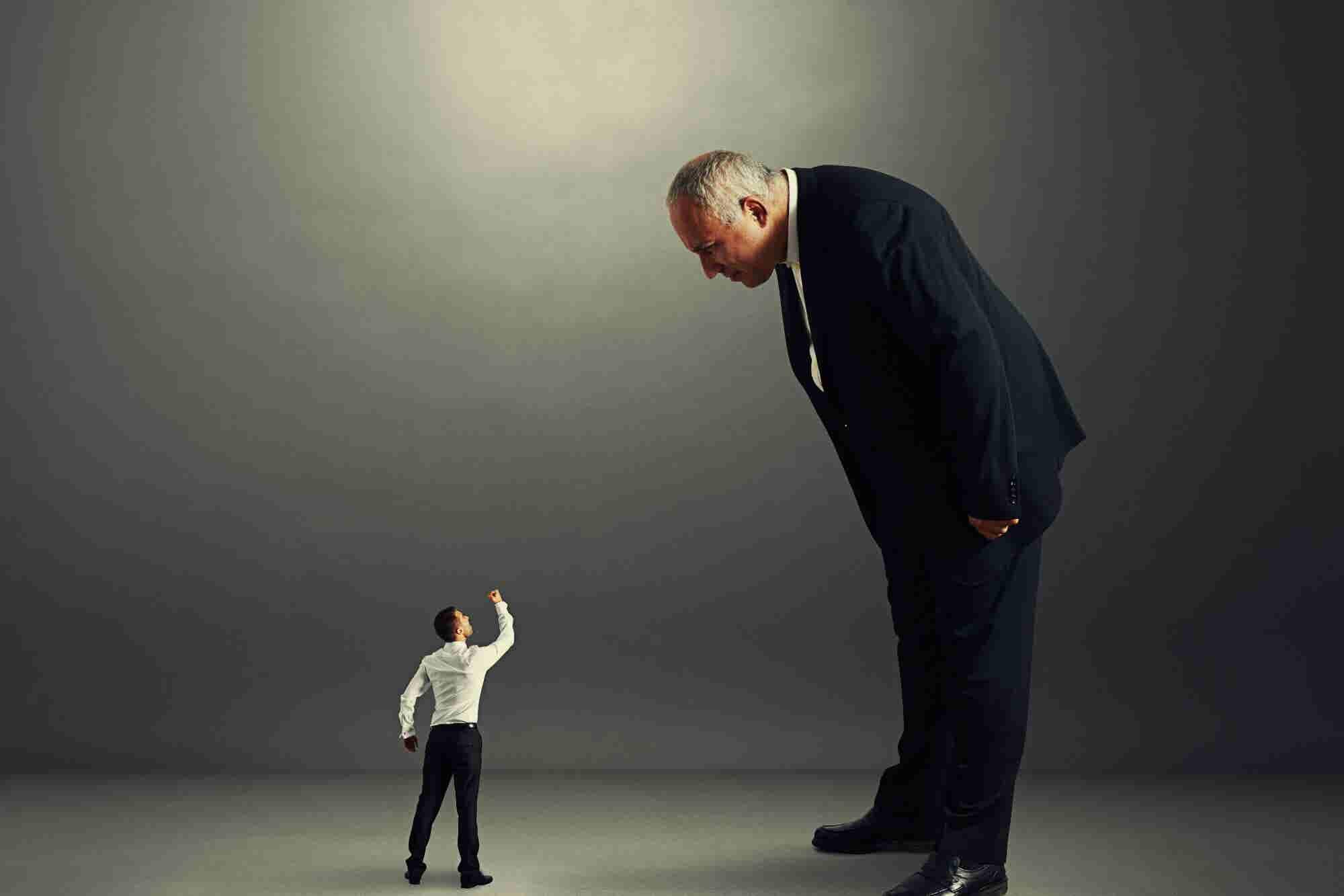 Esto NO es un líder: los 5 malos hábitos de un jefe