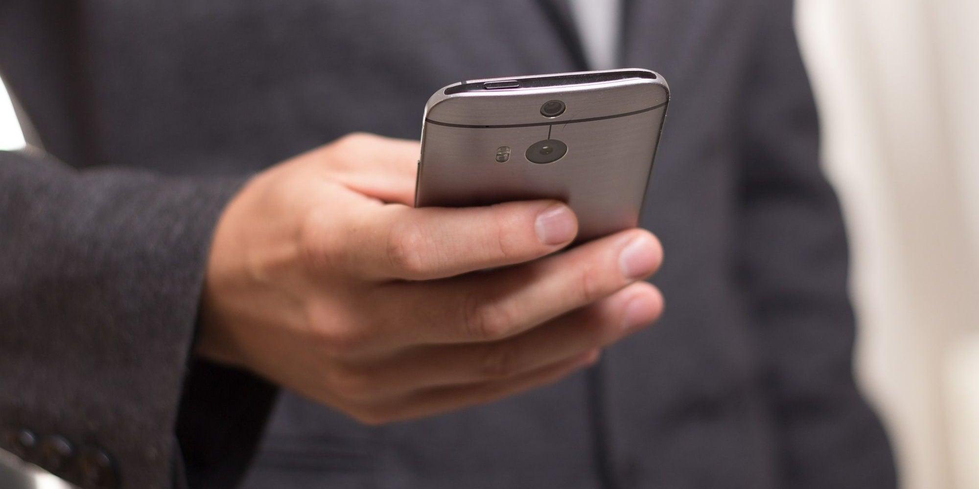 5 Super-Sleek Smartphones To Buy This October