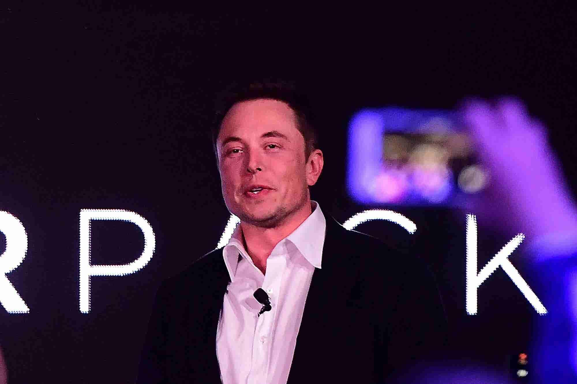 Advice for Elon Musk From Richard Branson, Arianna Huffington and Mark Cuban
