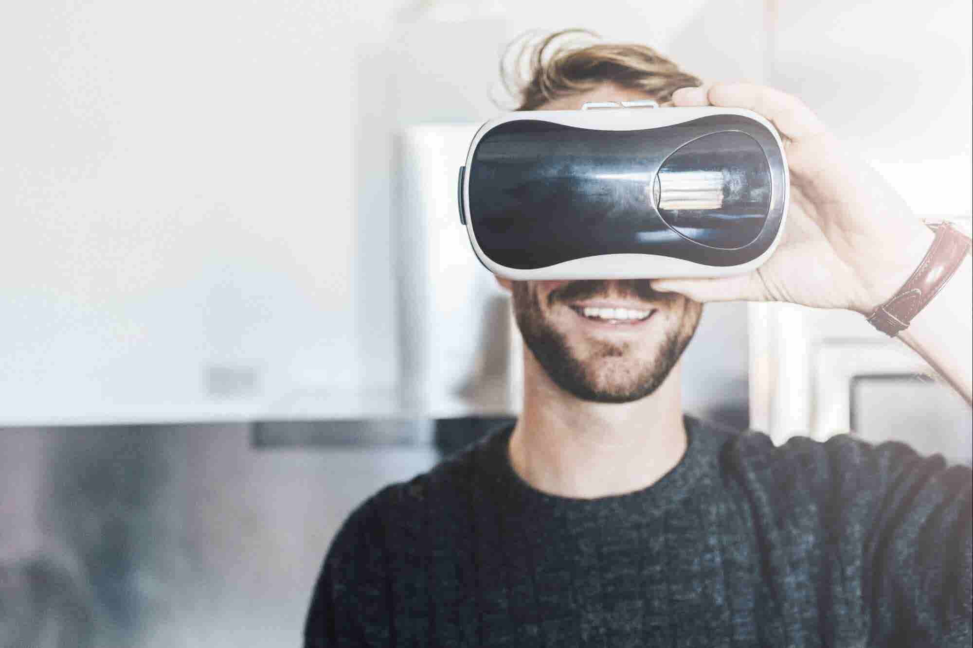 The History of Augmented and Virtual Reality, From 1838 to the Present (Infographic)