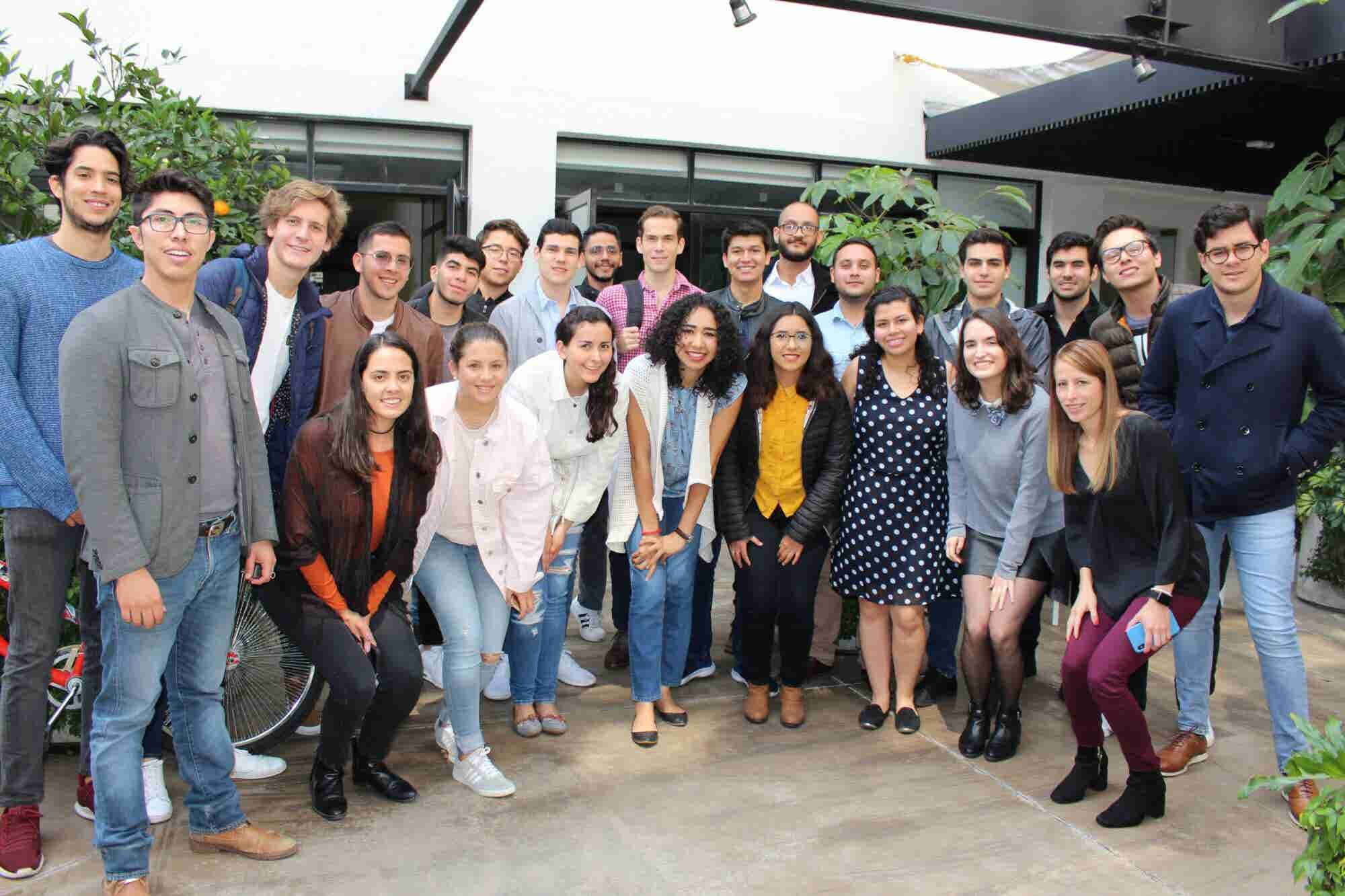 AT&T impulsa a jóvenes emprendedores con vena social