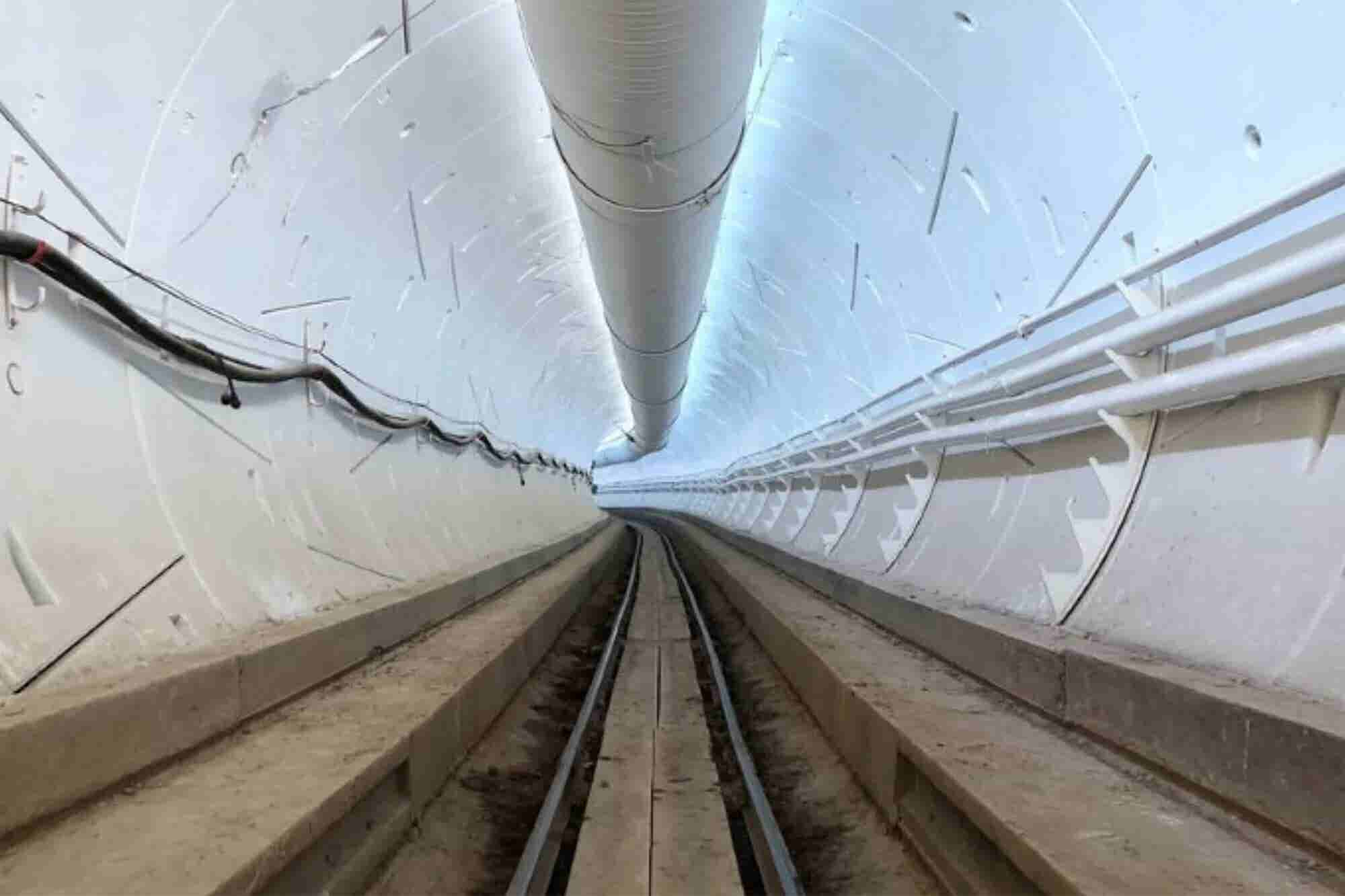 Elon Musk Walks Full Length of His Boring L.A. Tunnel
