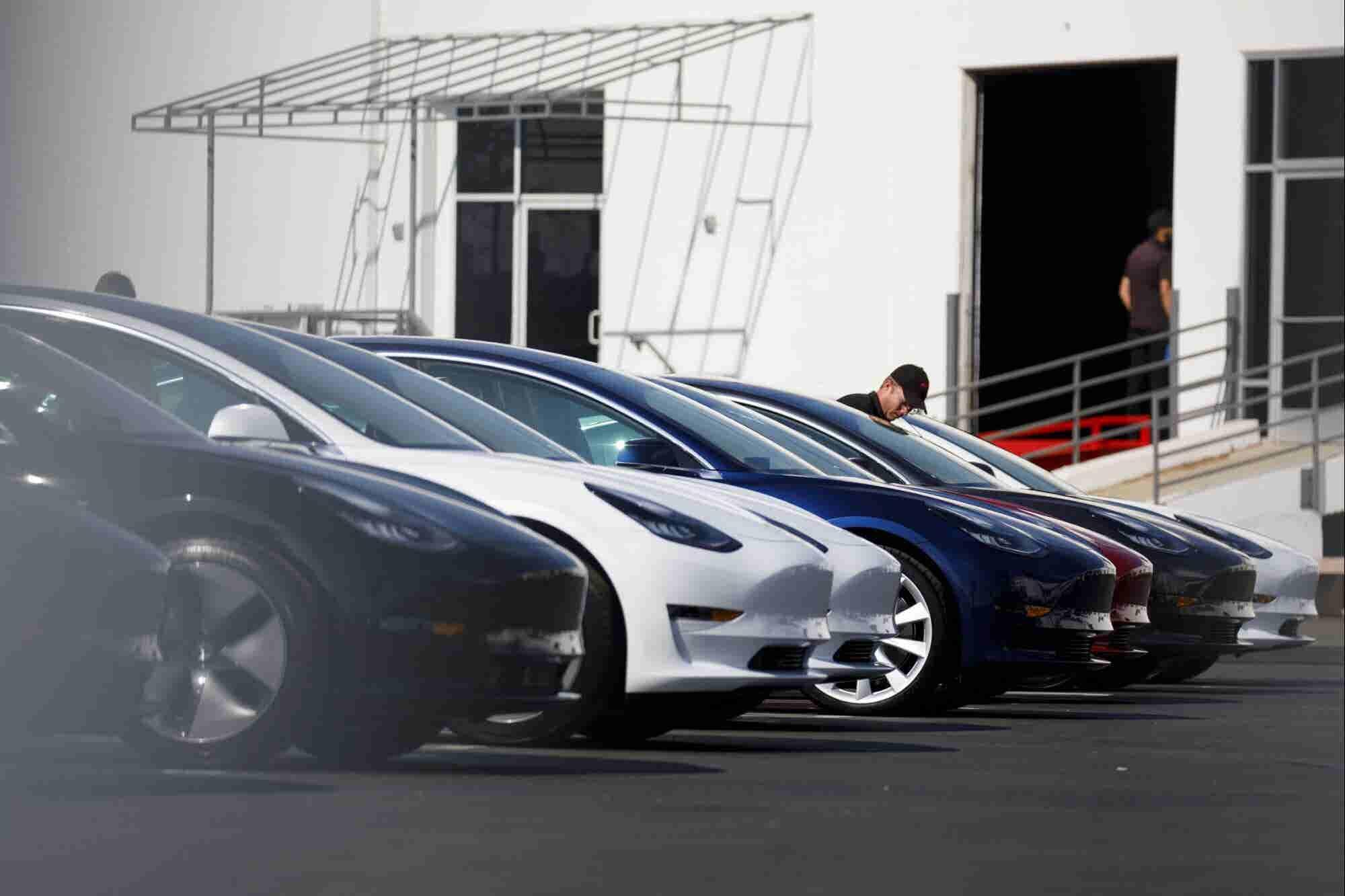 ¿Qué pasó cuando Elon Musk no logró enviar un auto a tiempo a su cliente?