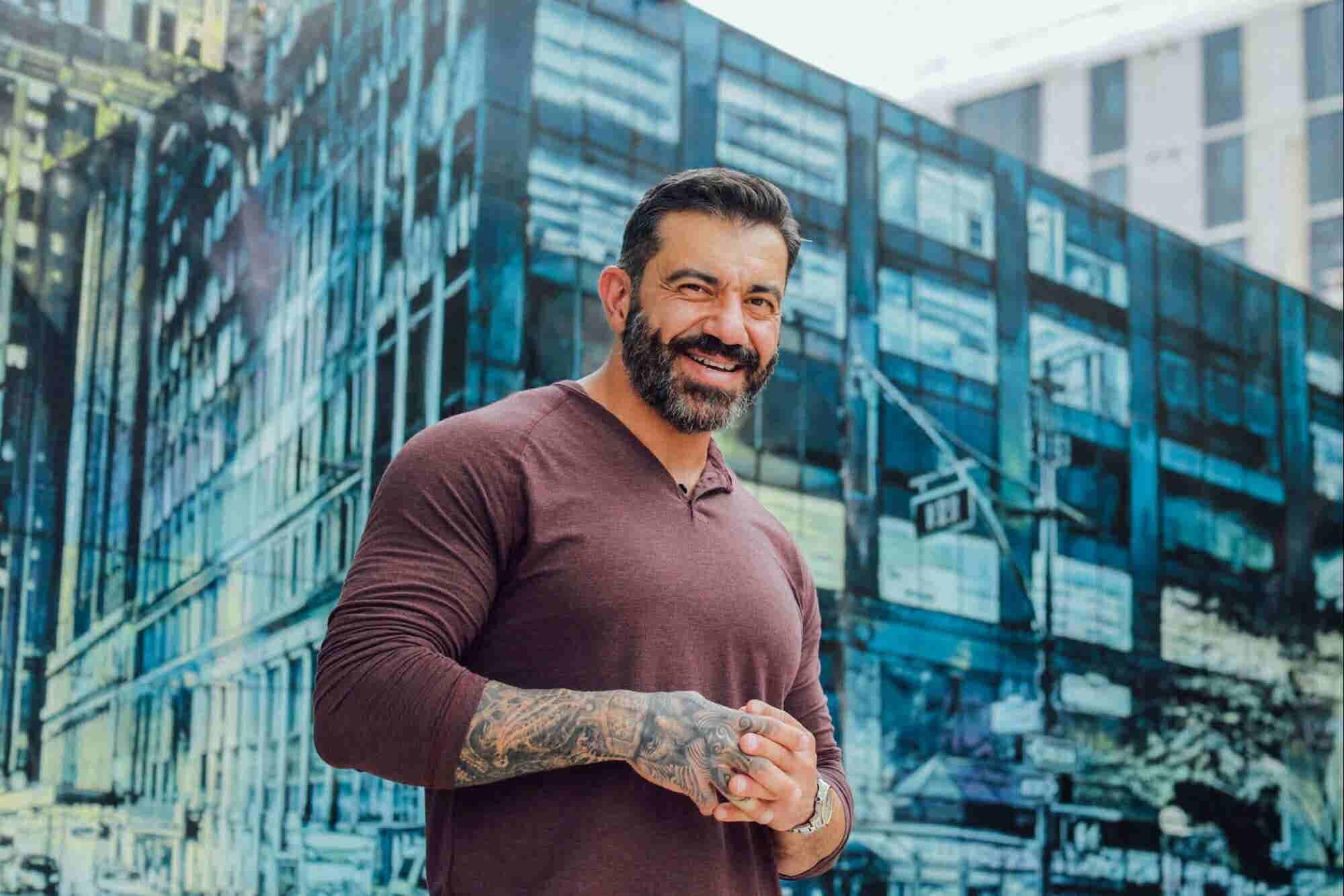 Así fue como este emprendedor superó sus ataques de ansiedad para crear una de las franquicias de mayor crecimiento del mundo