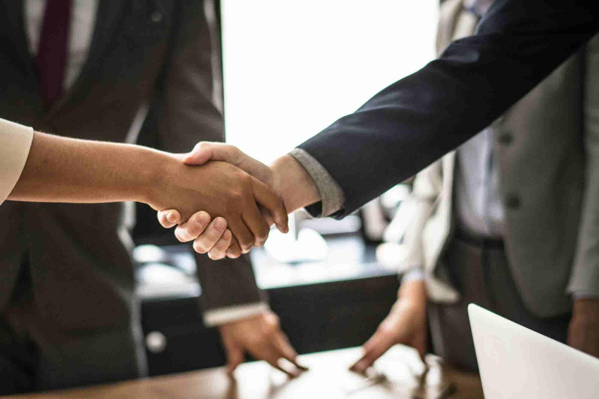 ¿Estás buscando trabajo? Conoce las 5 claves para 'pasar con 10' una entrevista