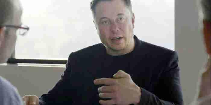 Elon Musk dice que hay una probabilidad del '70 por ciento' de que se mude a Marte