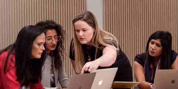 Apple lanza 'campamento' para mujeres programadoras