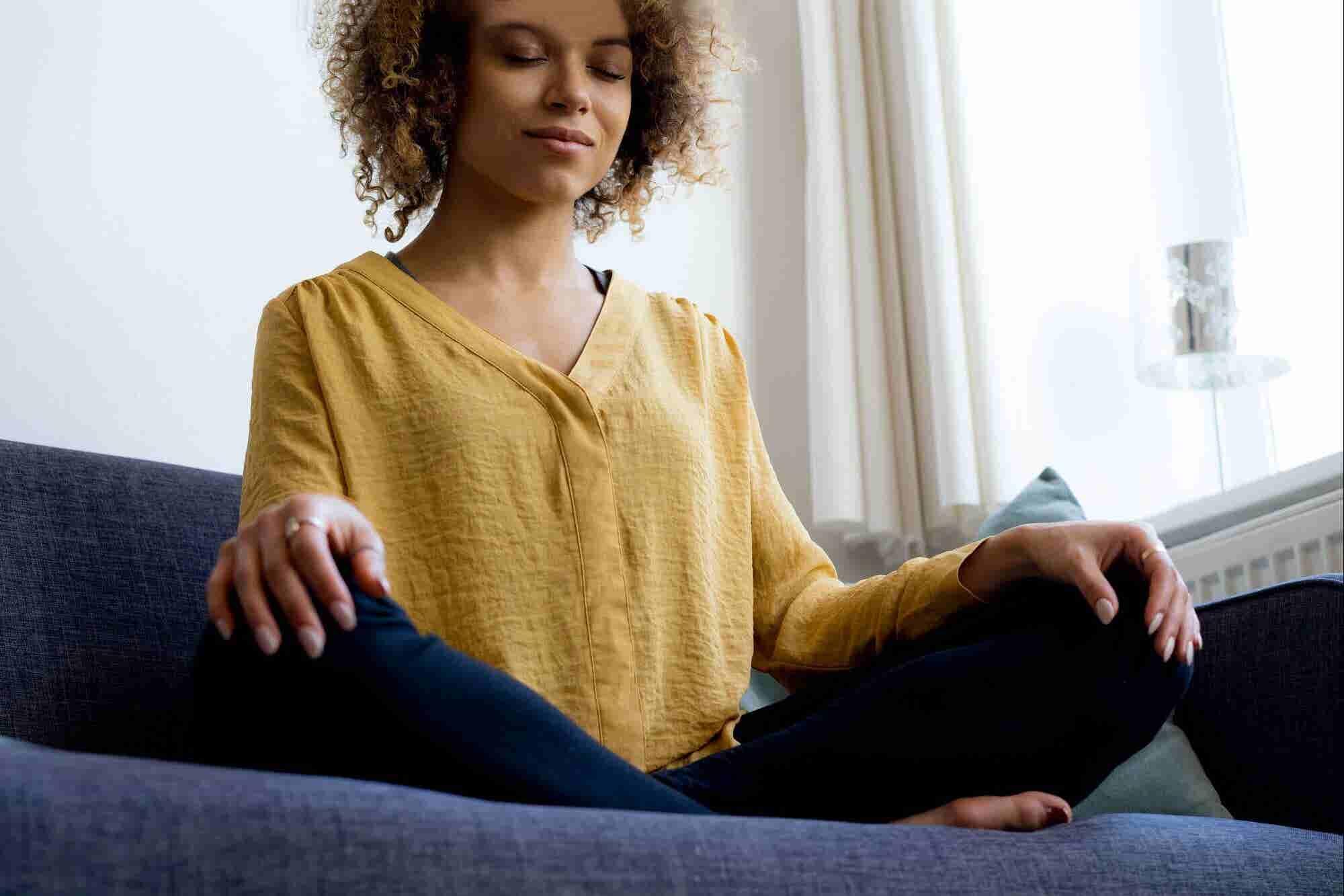 5 hábitos diarios para ser feliz mientras trabajas