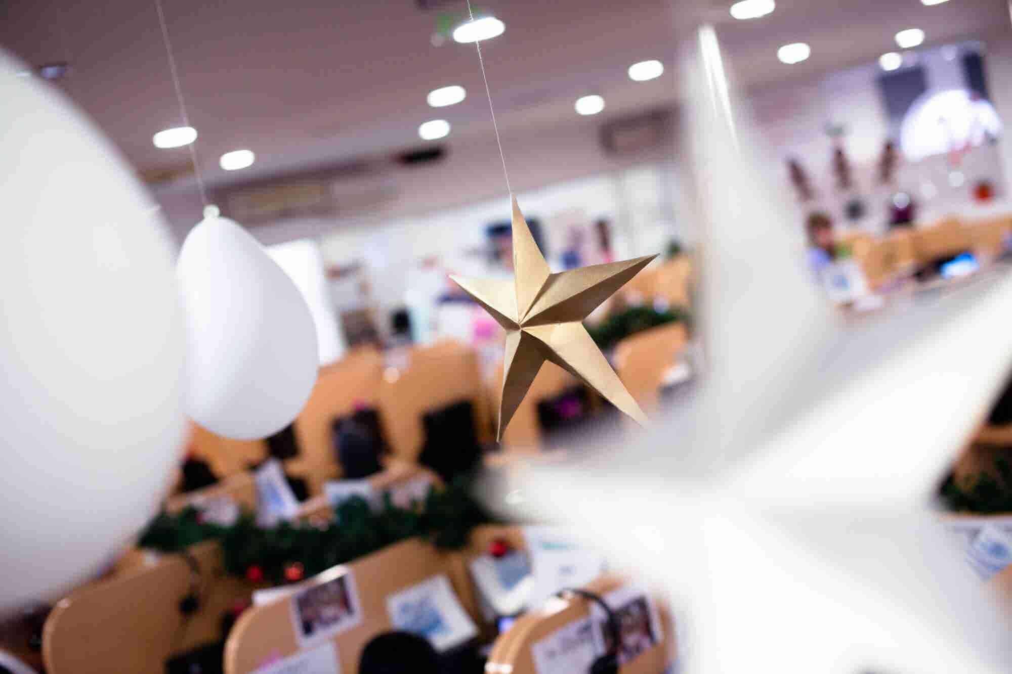 6 Ways to Keep Employees Engaged During the Holiday Season