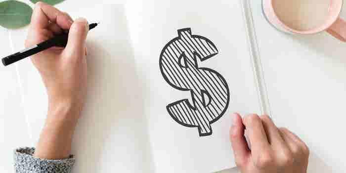 Por qué NO necesitas tener una gran educación o contactos para hacer crecer tu dinero