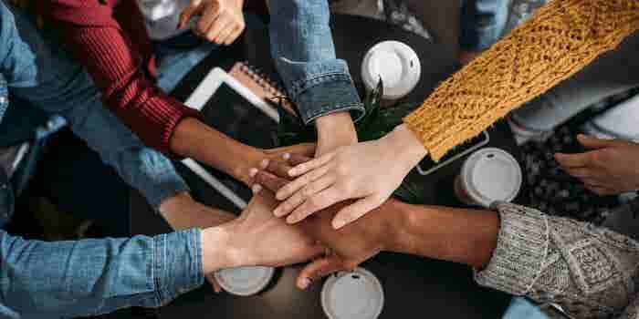 ¡No te dejes engañar! Millennials, 'GenXers' y Baby Boomers SÍ podemos trabajar juntos
