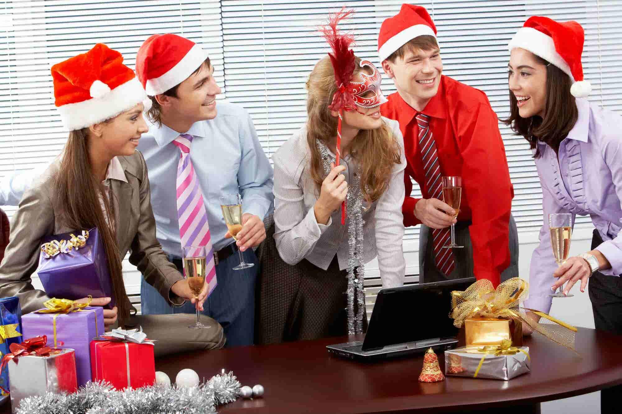 4 dinámicas para festejar la Navidad en la oficina