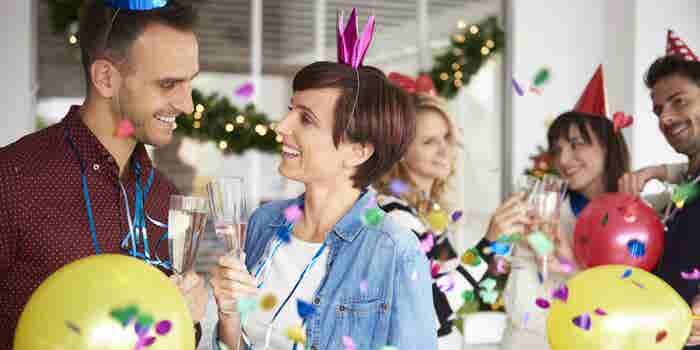¿Realmente vale la pena tener una gran fiesta de fin de año en la oficina?