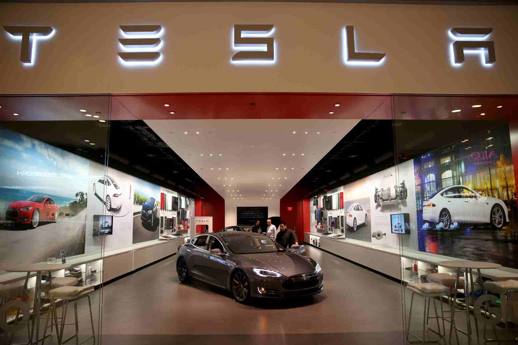 The U.S. Economy Stands Strong as Global Economies Slow. Here's How Tesla Took Advantage on Friday.