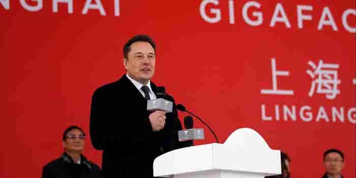 Elon Musk comenzó a construir una fábrica de Tesla en China (y podría esquivar la guerra comercial de Trump)