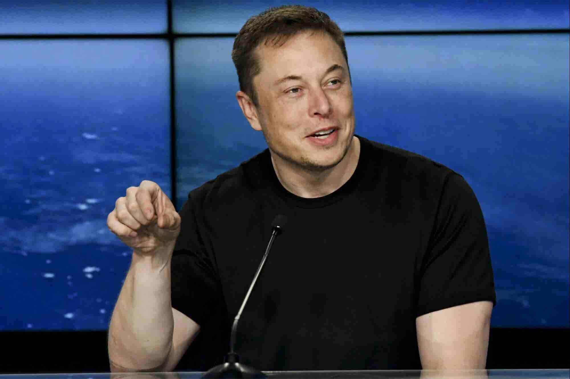 Elon Musk muestra la primera nave espacial de prueba de SpaceX