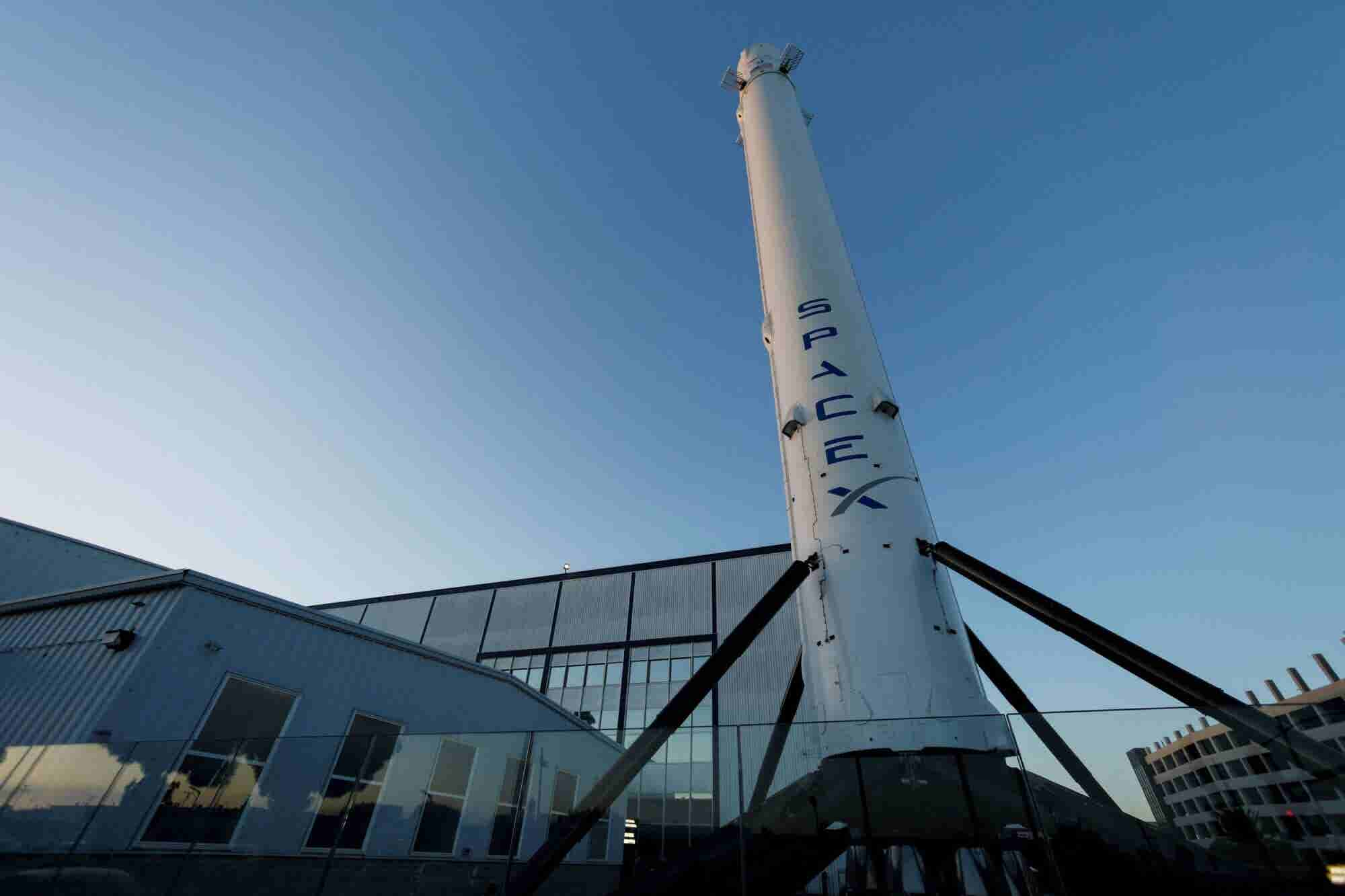 SpaceX Will Lay Off 10 Percent of Its Staff to Fund Projects
