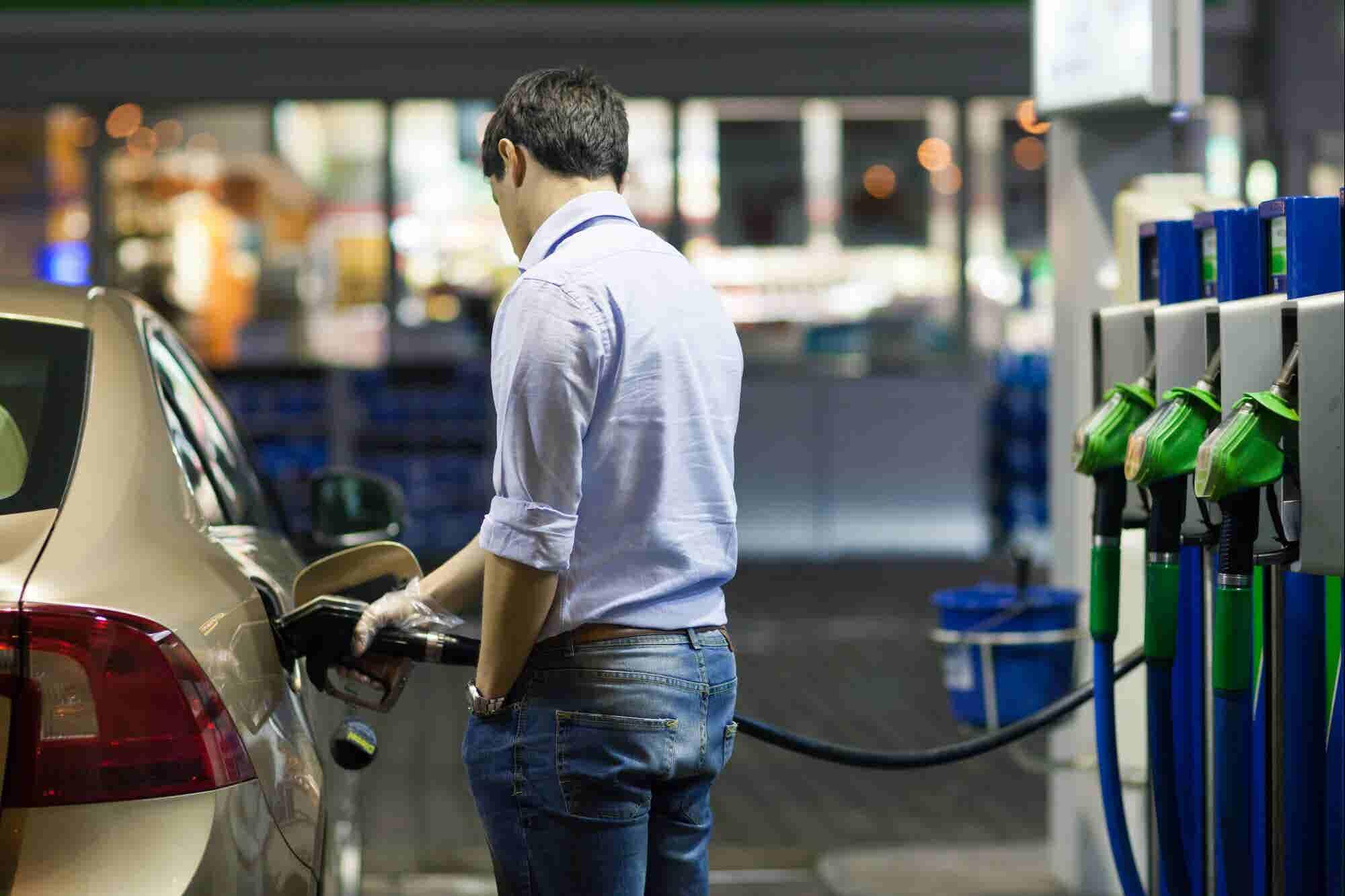 5 audiolibros para aprovechar el tiempo en la fila de la gasolina