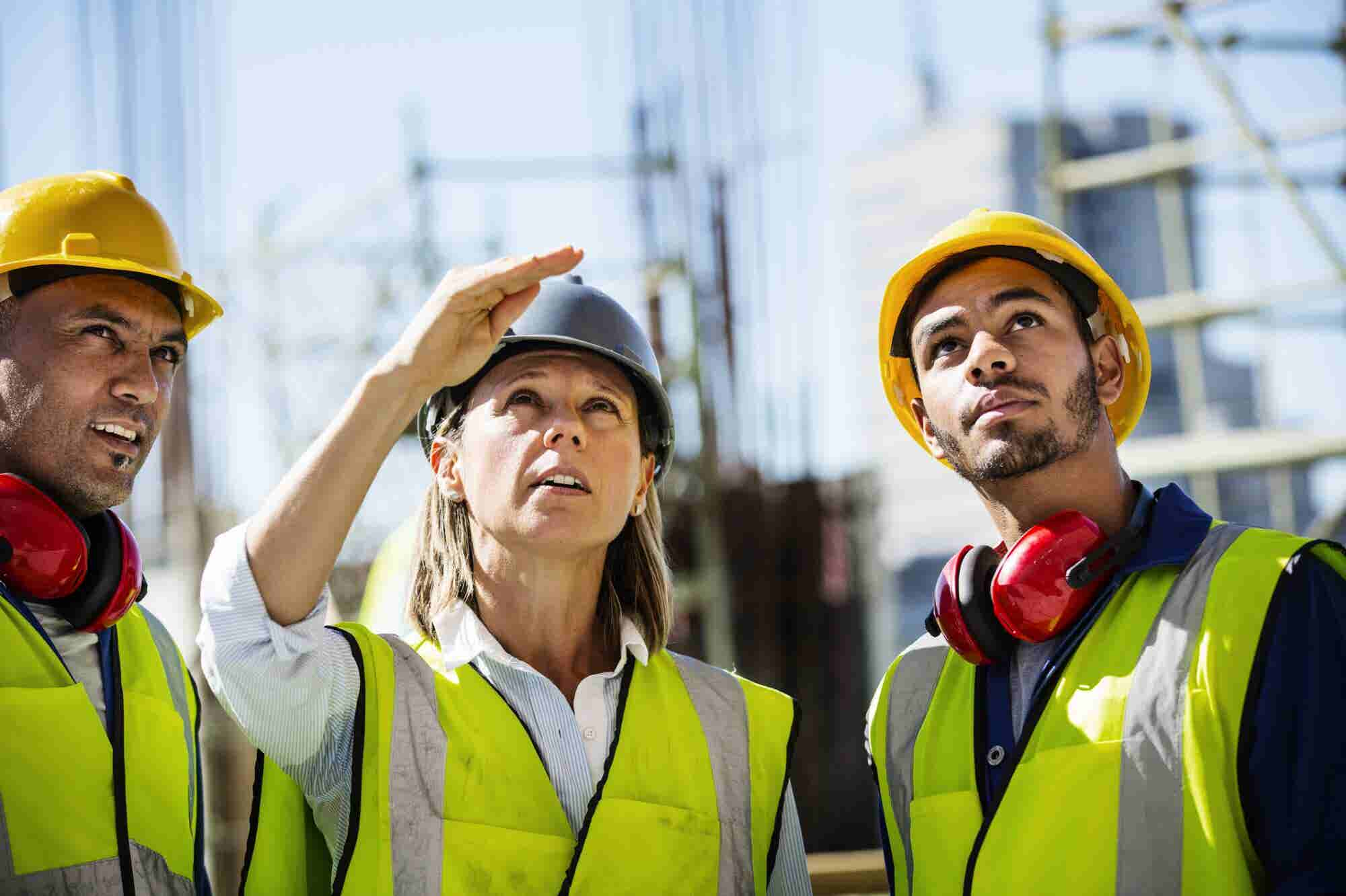 7 Ways Women in Construction Can 'Pave the Way' in Their Male-Dominated Field