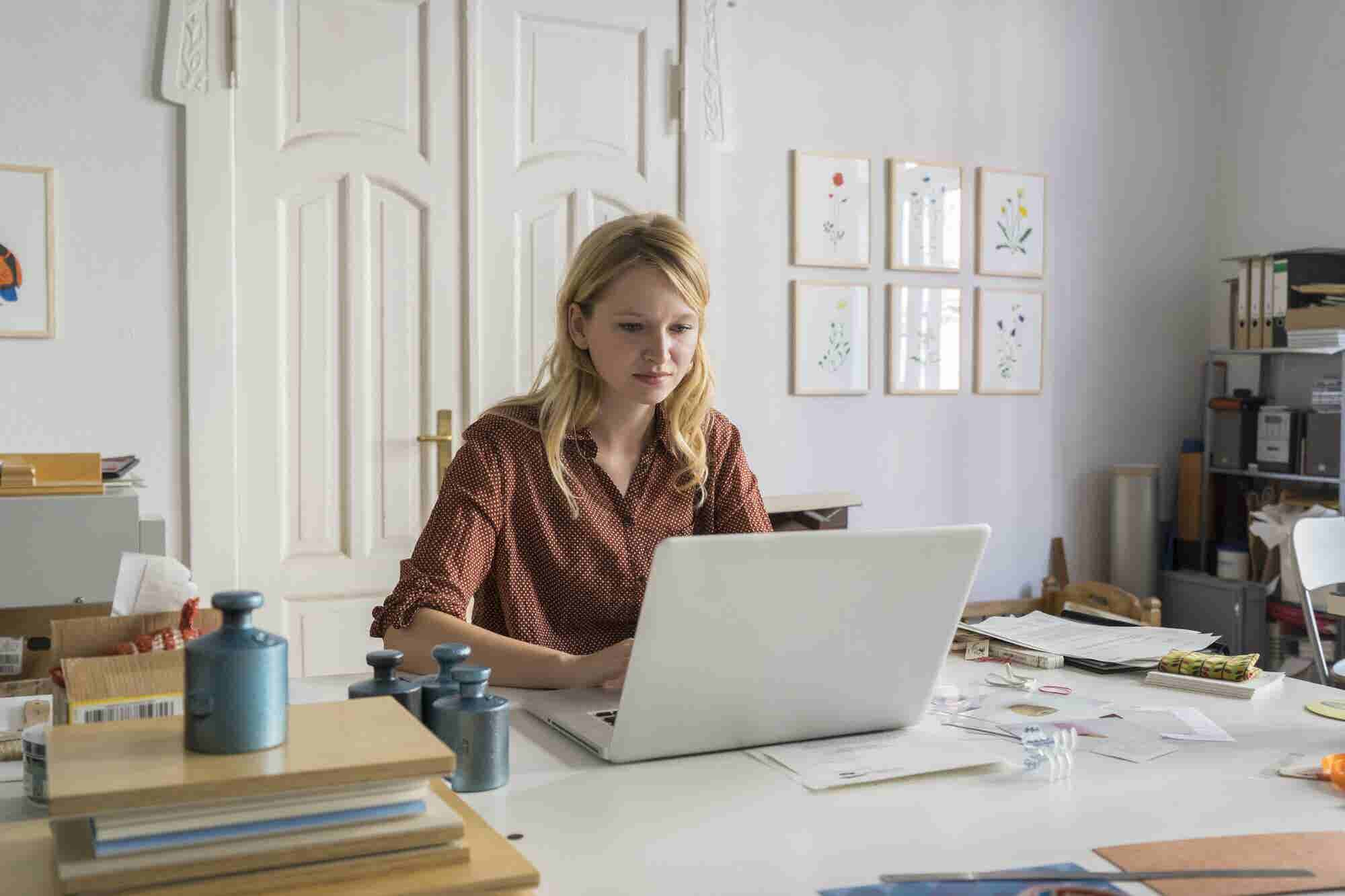 4 Ways to Successfully Turn Your Day Job into a Side Hustle That Earns You Passive Income