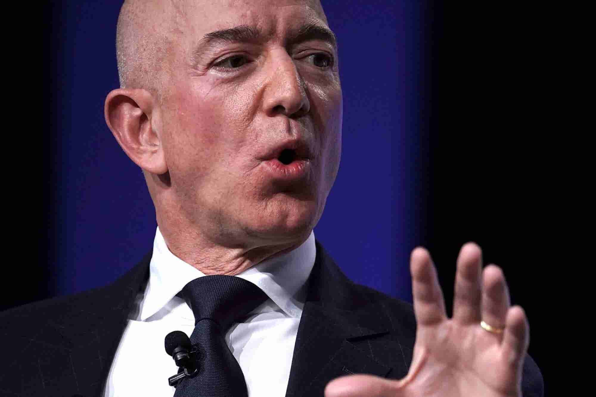 Amazon CEO Jeff Bezos Accuses 'National Enquirer' Publisher of 'Extortion' Over Naked Photos in Extraordinary Blog Post