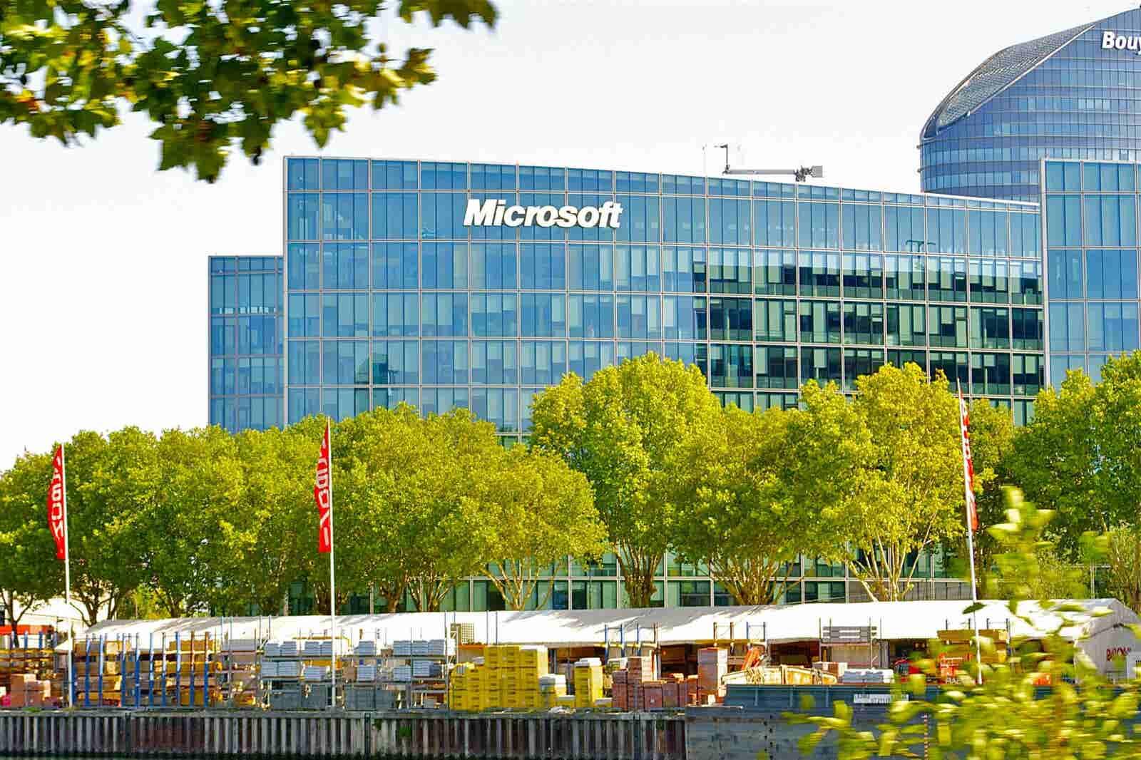 Microsoft se une a Jóvenes Construyendo el Futuro para capacitar a 40,000 participantes