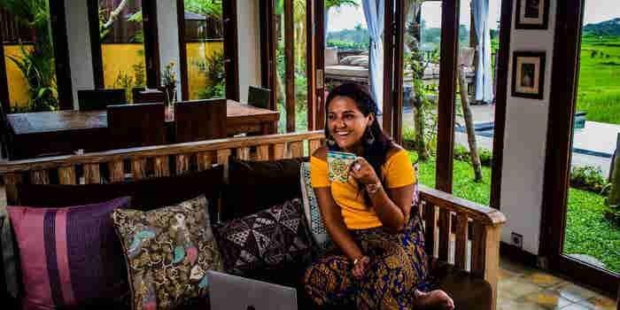 Esta ecuatoriana dejó la universidad porque la frustraba. Hoy se dedica a viajar por el mundo haciendo lo que le apasiona