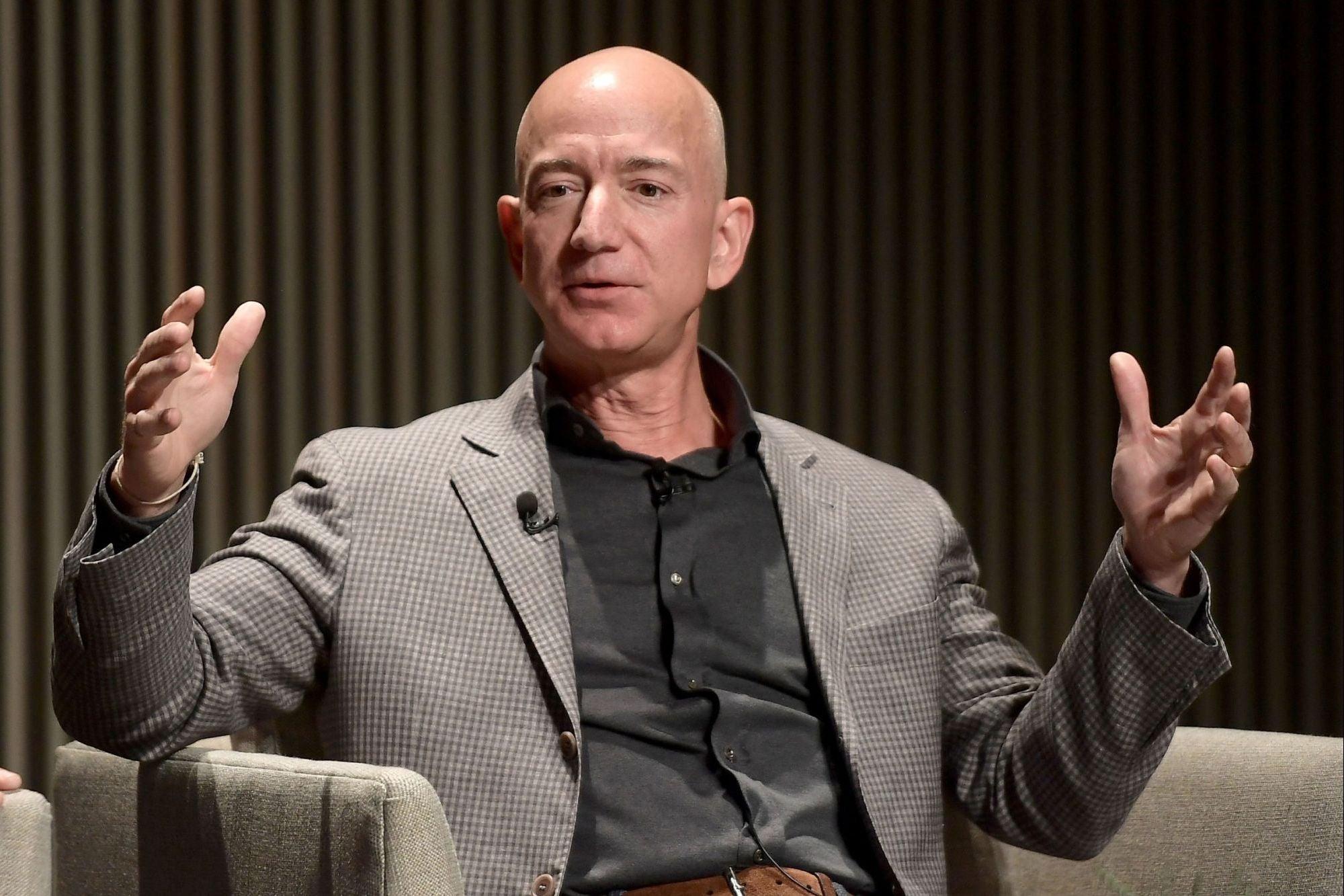 ... entrepreneur.comJeff Bezos es el hombre más rico del mundo (otra vez) y  Carlos Slim toma el quinto puesto de Mark ... 2f714cc1cf9