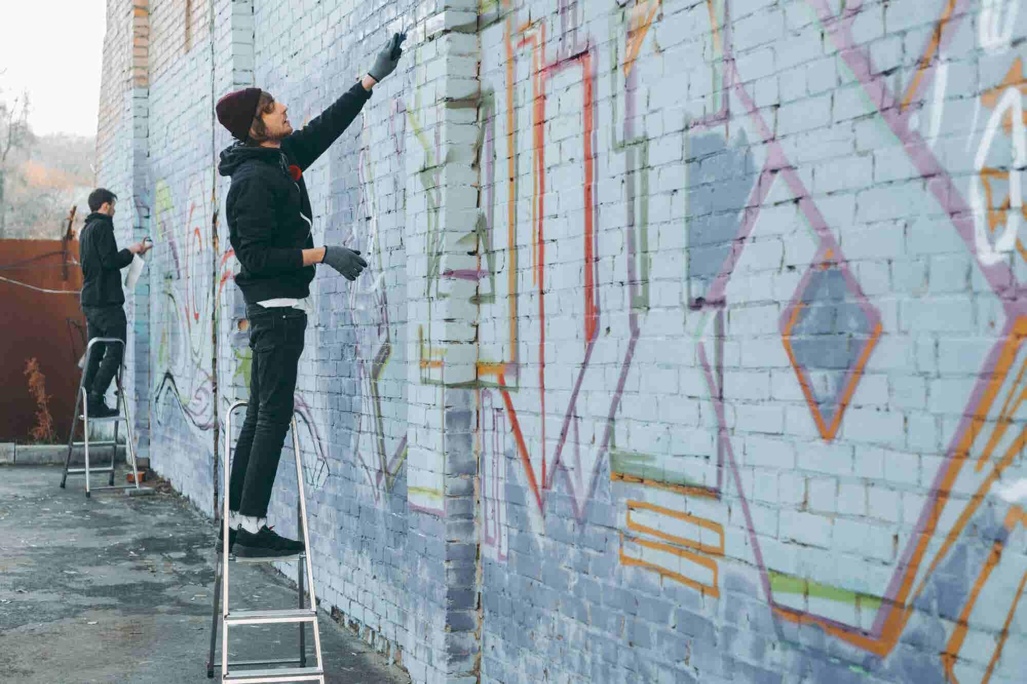 ?Pintar grafiti como negocio? 5 ideas de emprendimientos urbanos
