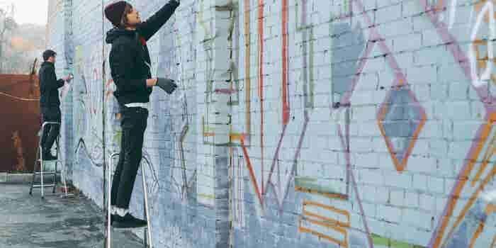 ¿Pintar grafiti como negocio? 5 ideas de emprendimientos urbanos