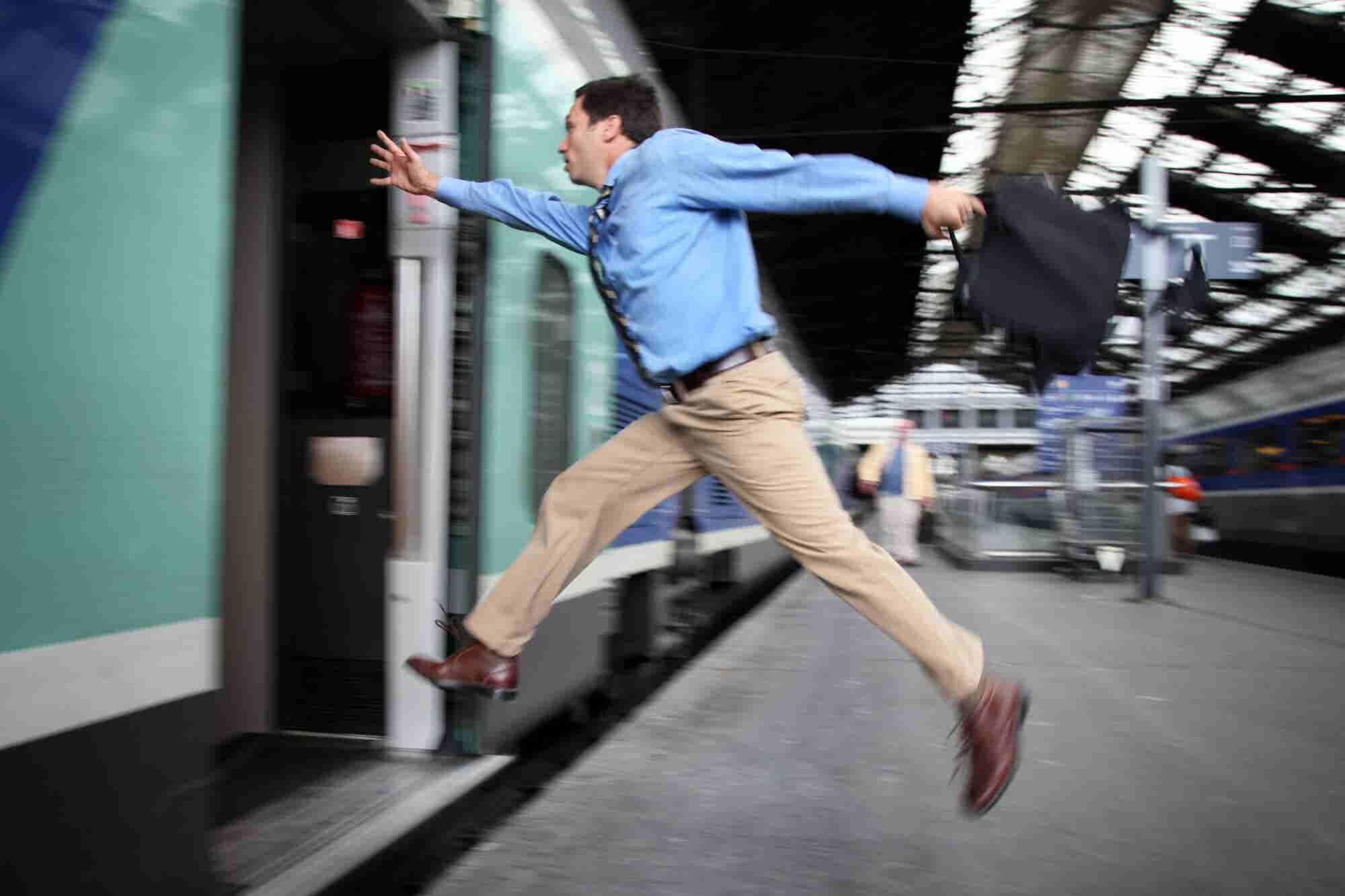 ¡Que no se te vaya el tren para emprender!