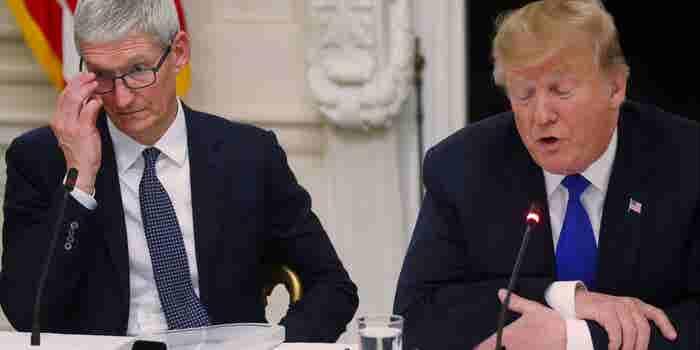 Trump se refiere al CEO de Apple como 'Tim Apple'