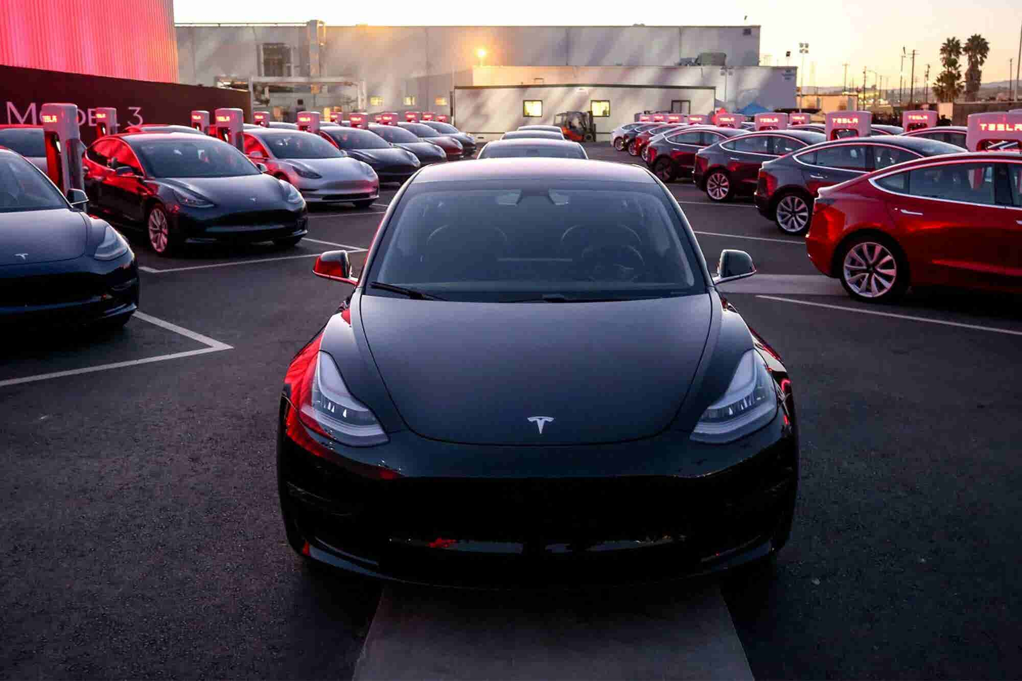 Tesla Decides to Keep Stores Open but Raise Prices