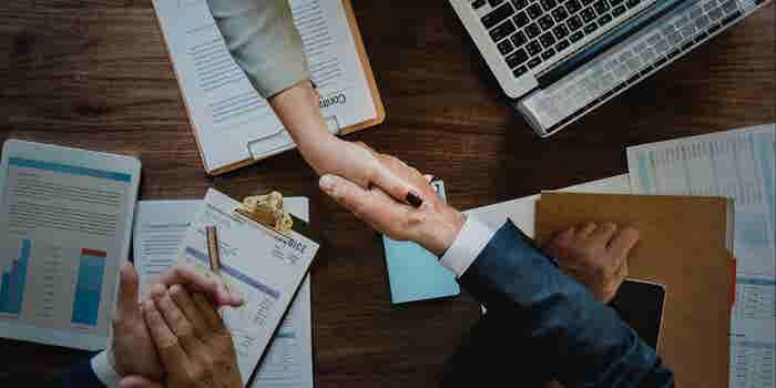 პირადი შეხვედრები ინვესტორებთან მნიშვნელოვანია, მაგრამ წერილობით ურთიერთობასაც დიდი ძალა აქვს