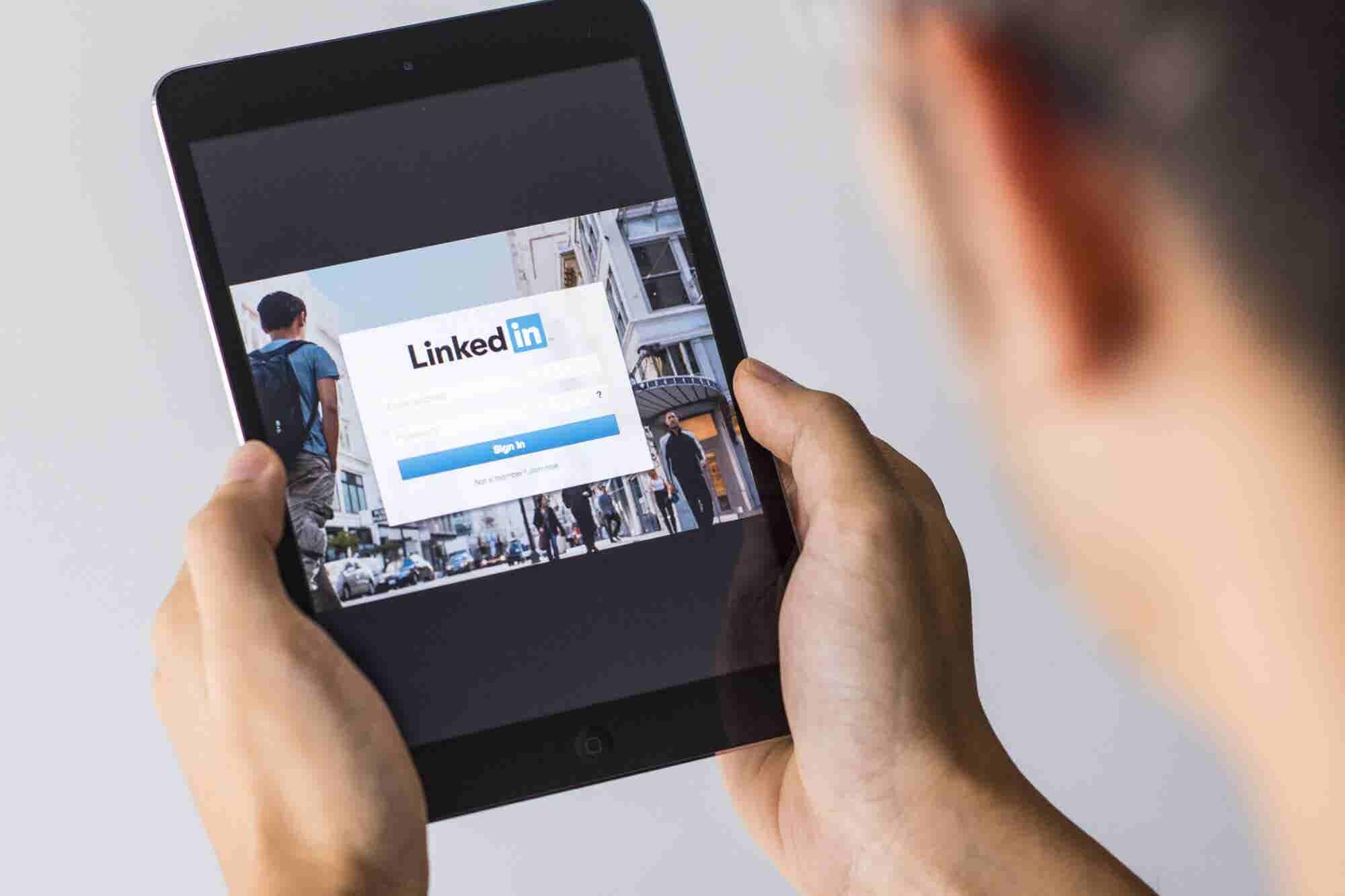 9 Ways to Advertise on LinkedIn